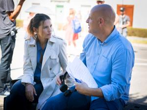 Image: Harlan Coben alongside actor Virginie Ledoyen on the set of Juste Un Regard